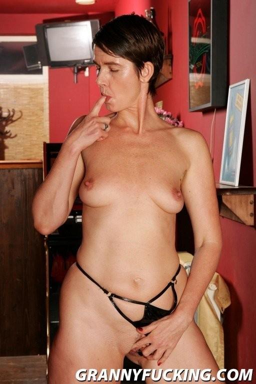 ebony mature nudes – Pornostar