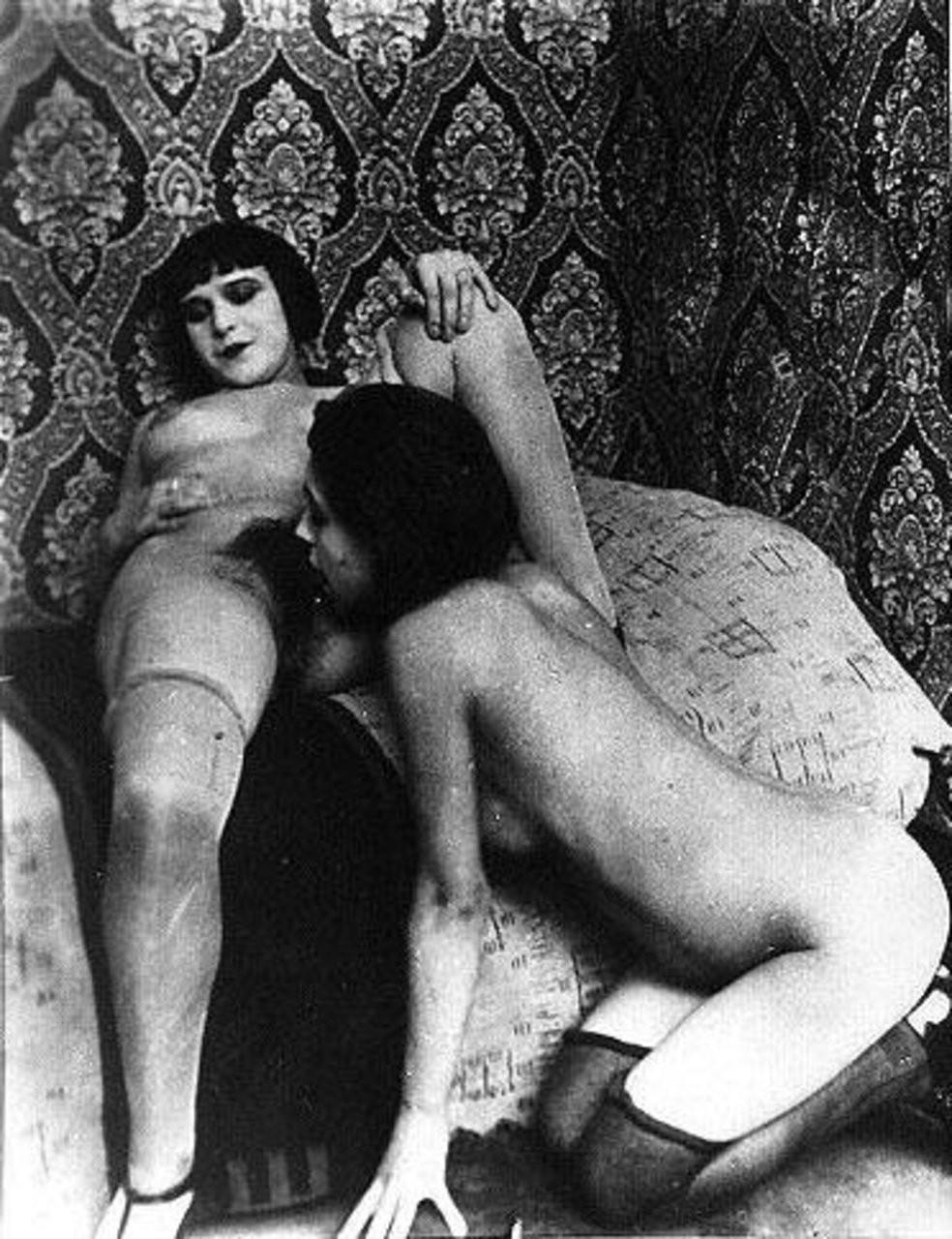 white woman sucking huge cock – Lesbian