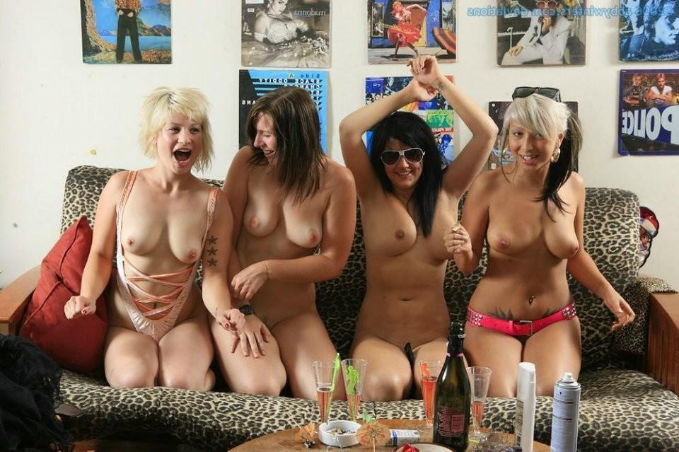 mfm strip poker – Porno