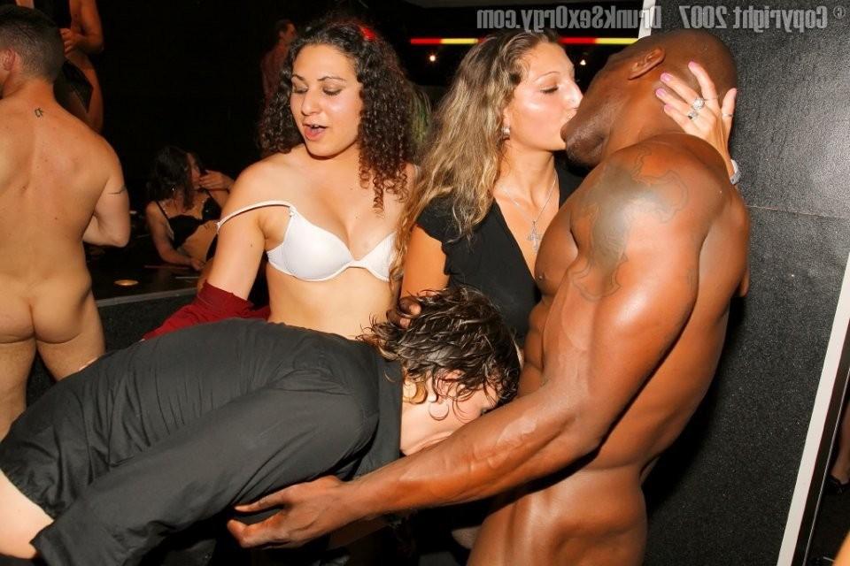 black muscular men naked – Erotic